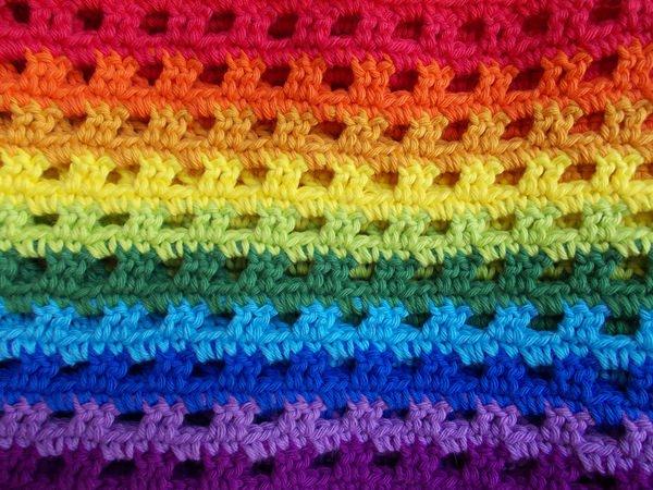 Kleinesbild - Schal  ♥ wunderschöner Häkelschal Regenbogen handarbeit gehäkelt