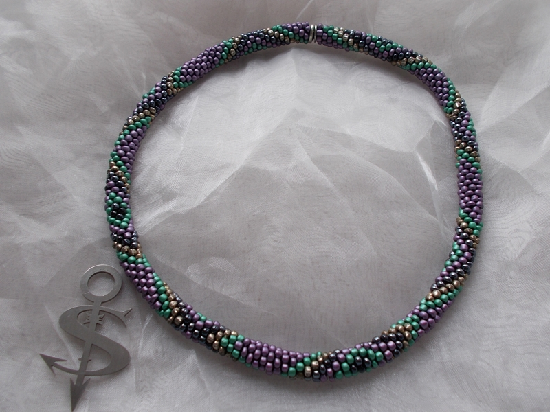 - Halskette  Perlenkette Glasperlen Rocailles ♥ Raute grün violett anthrazit - Halskette  Perlenkette Glasperlen Rocailles ♥ Raute grün violett anthrazit