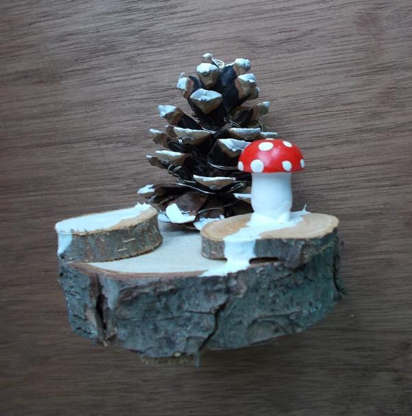 - Adventsdekoration  ♥ Tannenbaum verschneit Zapfen Kiefer natur mit Fliegenpilz beleuchtet  - Adventsdekoration  ♥ Tannenbaum verschneit Zapfen Kiefer natur mit Fliegenpilz beleuchtet