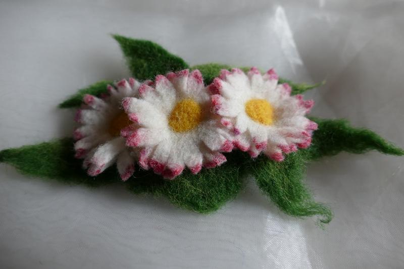 Kleinesbild - Haarspange gefilzt ♥ Haarspange Gänseblümchen Haarschmuck