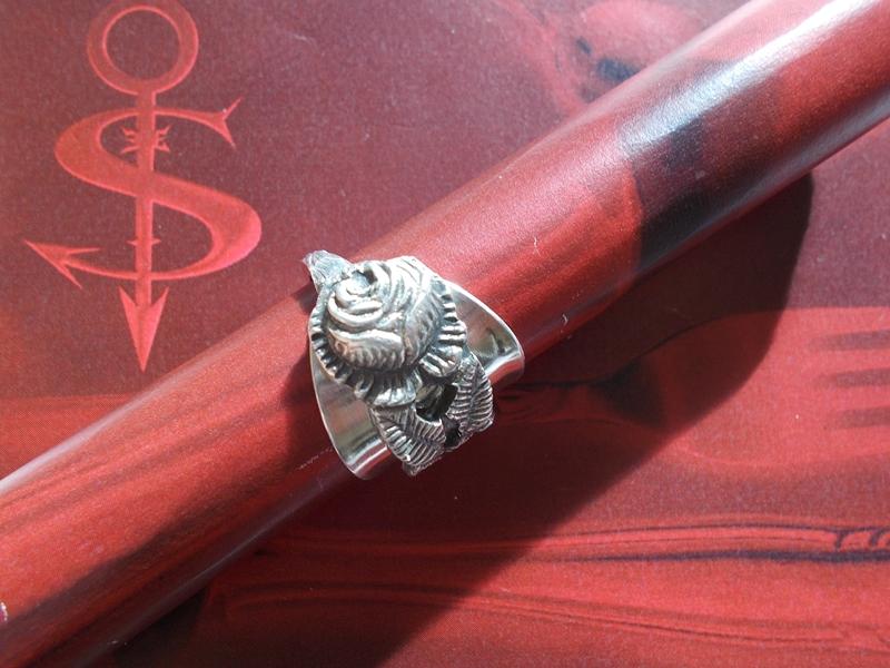 Kleinesbild - Besteckschmuck Ring ♥  Rose Ring  aus einem Mokkalöffel Größe 64