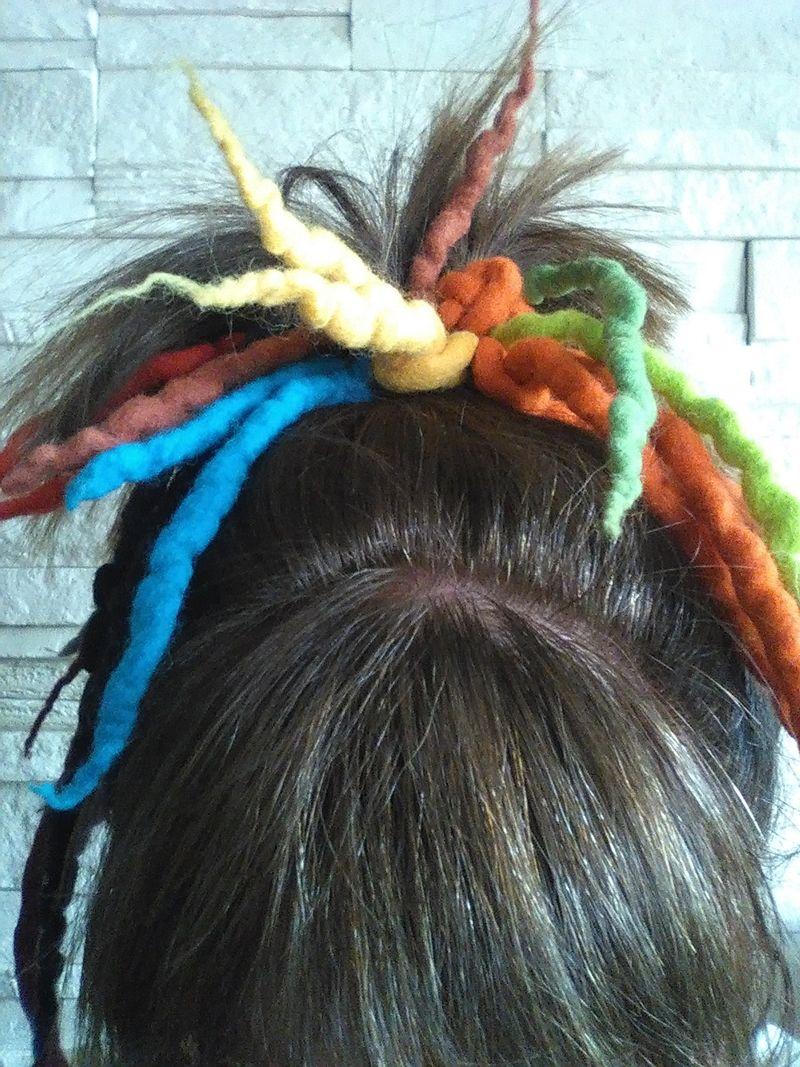Kleinesbild - Haargummi gefilzt ♥ Haargummi Dreadlocks *Regenbogen* Haarschmuck Dreadlocks-Gummi