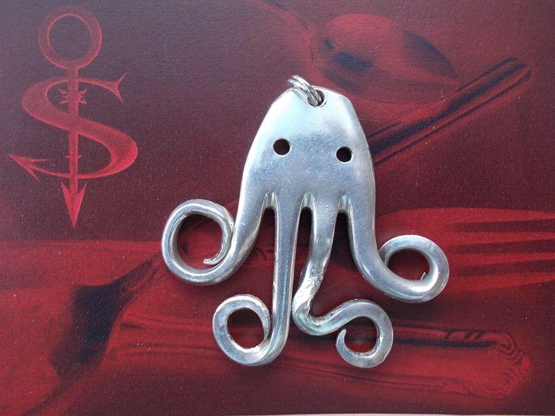 Kleinesbild - Besteckschmuck Anhänger ♥ aus einer Gabel *Krake* Lagenlook Krake Tintenfisch