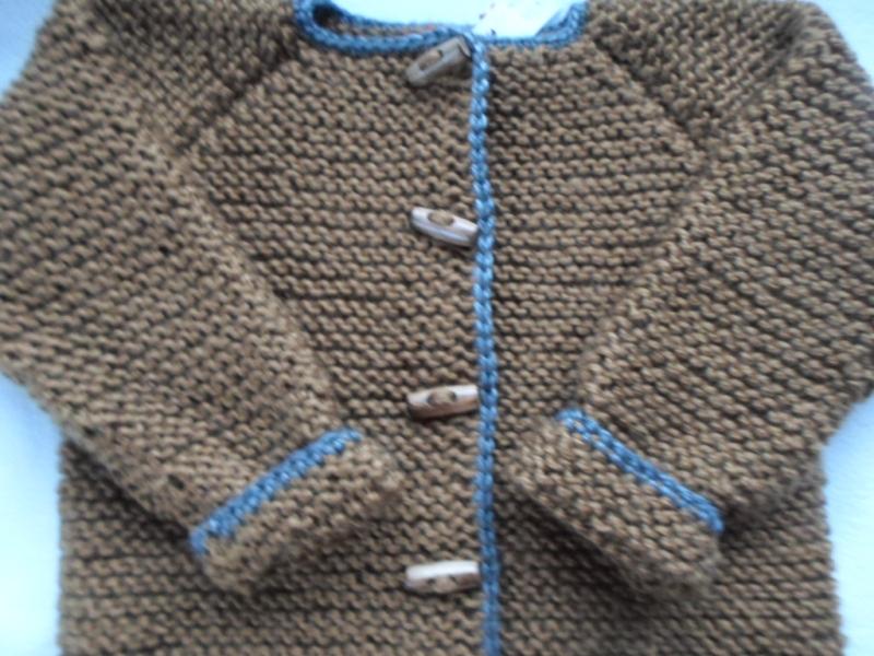 Kleinesbild - Gr. 98/104 Strickjacke aus dicker, kuschelig weicher Wolle kraus rechts handgestrickt