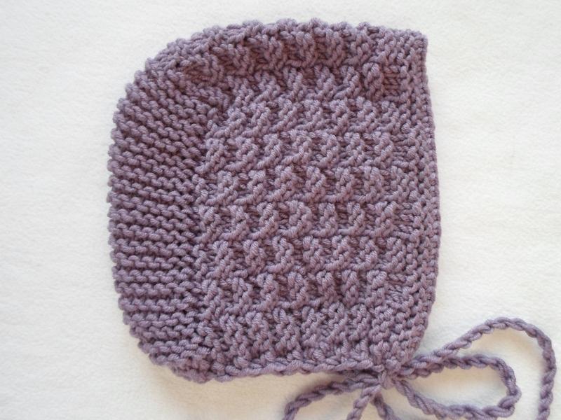 Kleinesbild - Gr.62/68 Babyset in amethyst, bestehend aus Jäckchen mit passender Mütze aus reiner Merinowolle handgestrickt
