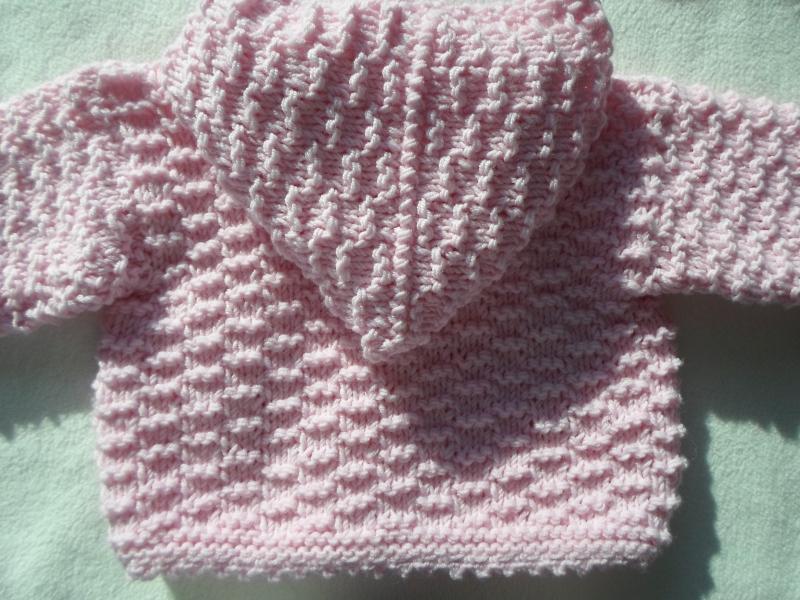 Kleinesbild - Gr.50/56 Babyzwergenjacke in rosa mit Kapuze aus reiner Merinowolle im Strukturmuster handgestrickt