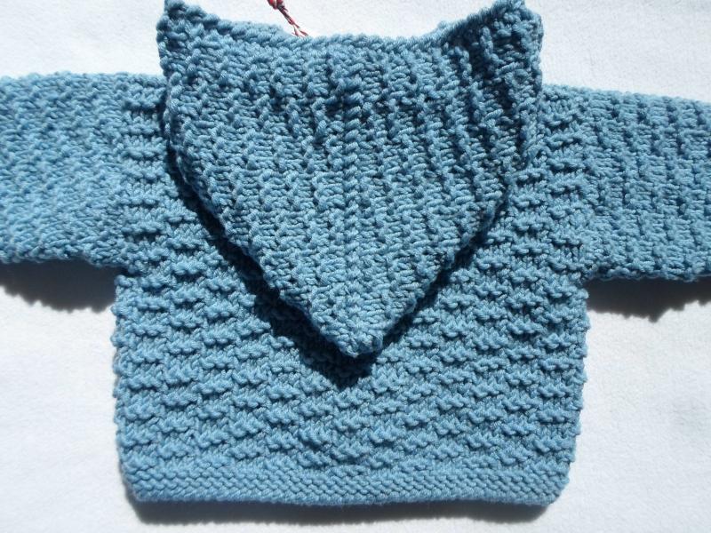 Kleinesbild - Gr.56/62 Babyzwergenjacke in hellblau mit Kapuze aus reiner Merinowolle im Strukturmuster handgestrickt
