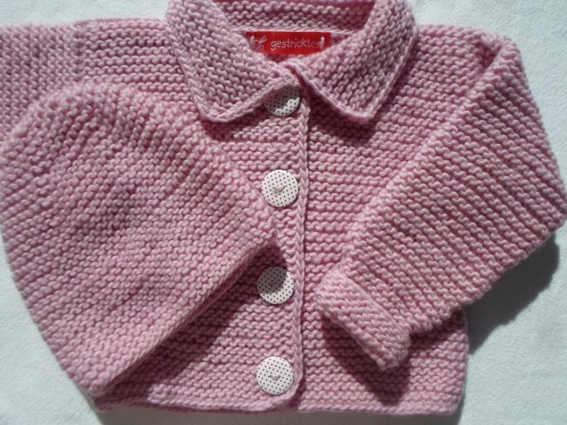 - Gr.68/74 Babystrickjacke in rosa mit passendem Mützchen aus kuschelig weicher Schurwolle kraus rechts handgestrickt - Gr.68/74 Babystrickjacke in rosa mit passendem Mützchen aus kuschelig weicher Schurwolle kraus rechts handgestrickt