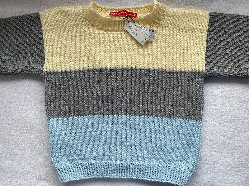 Kleinesbild - Gr. 92/98 Sommerpullover für Kinder mit drei Blockstreifen, hellblau, grau und hellgelb aus reiner, hautfreundlicher Baumwolle glatt rechts handgestrickt