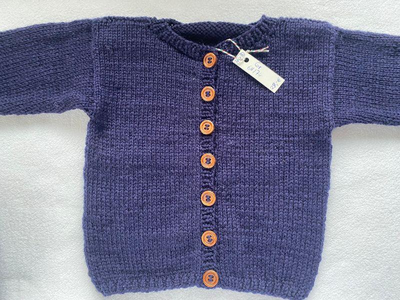Kleinesbild - Gr.68/74 Babyjacke mit passendem Mützchen in marineblau glatt rechts aus reiner Schurwolle handgestrickt