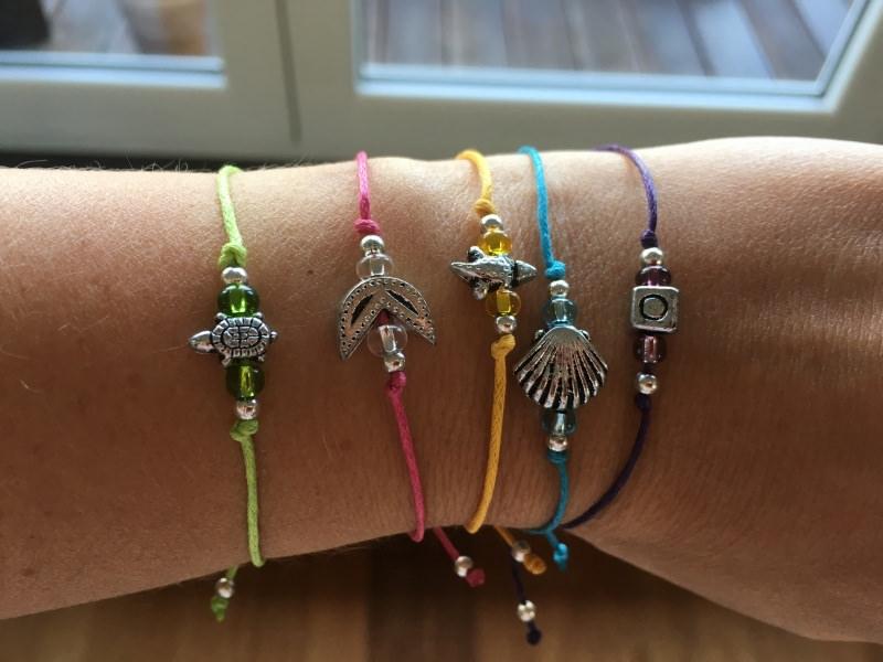 - Filigrane Armbänder mit silber Anhänger und Perlen in vielen bunten Farben!  - Filigrane Armbänder mit silber Anhänger und Perlen in vielen bunten Farben!