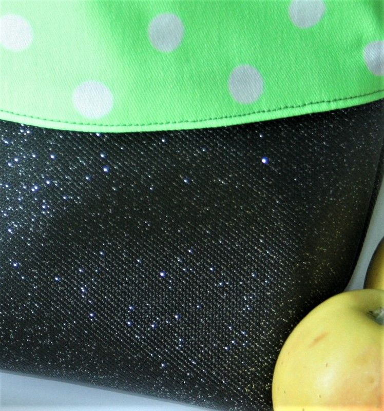 Kleinesbild - Lunchbag Dekostoff  Baumwollstoff Grün  Kunstleder Nylon  Wasserfest polka dots Brottasche auswischbar neongrün Ostern Frühling