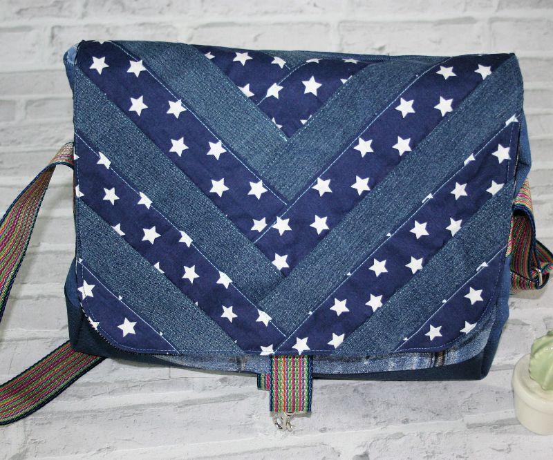 Kleinesbild - Umhängetasche Messenger Damen Jeanstasche upcycling Jeans patchworktasche blau Sterne