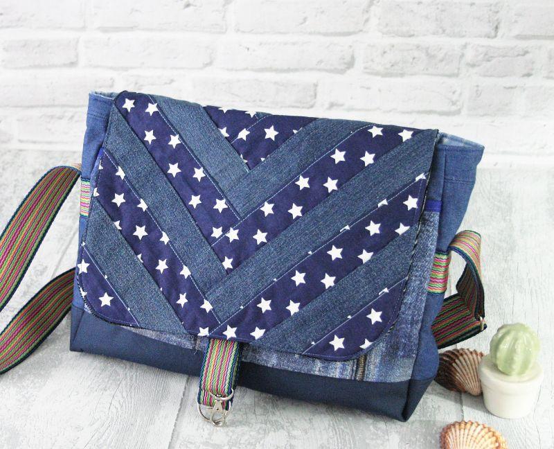 - Umhängetasche Messenger Damen Jeanstasche upcycling Jeans patchworktasche blau Sterne - Umhängetasche Messenger Damen Jeanstasche upcycling Jeans patchworktasche blau Sterne