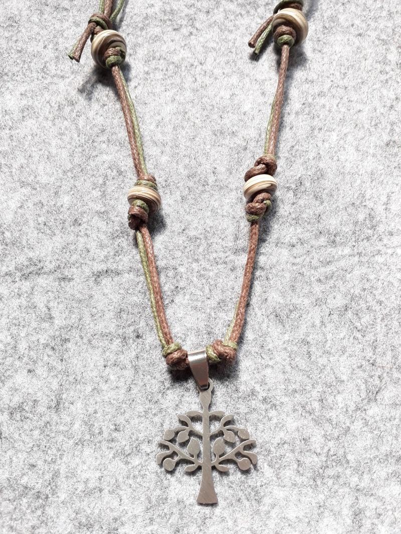 - Eine schöne Kette in Braun-olivtönen mit gedrehten Perlen und einem Baumanhänger aus Metall - Eine schöne Kette in Braun-olivtönen mit gedrehten Perlen und einem Baumanhänger aus Metall