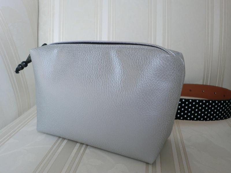 - Gürteltasche - aus Kunstleder silber - genäht von Patchwerk - Gürteltasche - aus Kunstleder silber - genäht von Patchwerk