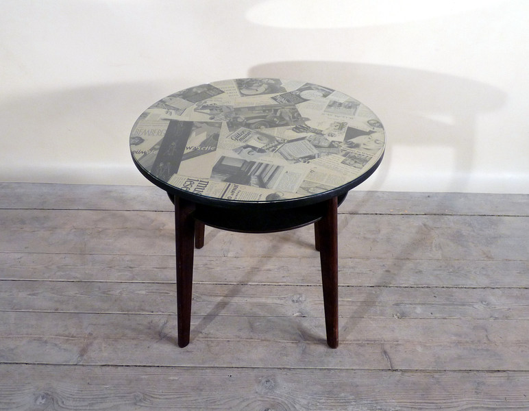 vintage m bel art deco tisch mit originaler berliner illustrierte zeitung von 1932. Black Bedroom Furniture Sets. Home Design Ideas
