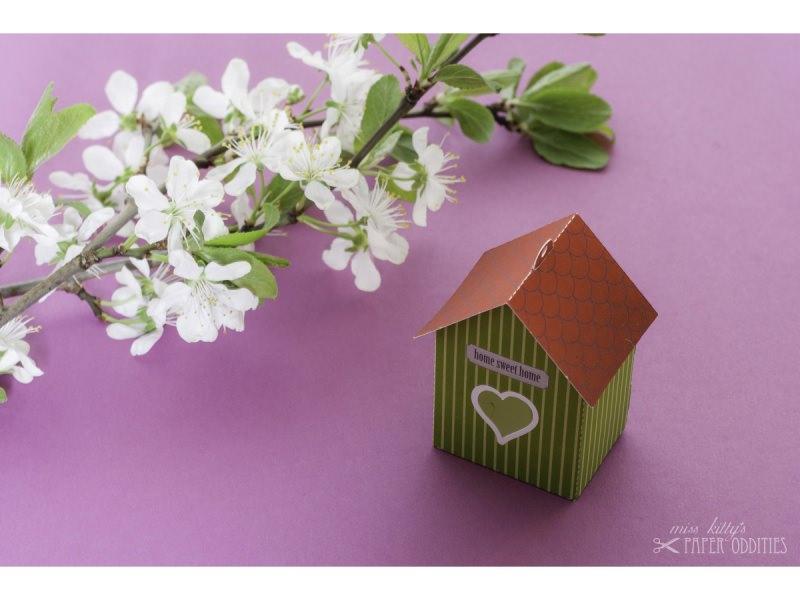 Kleinesbild - Grußkarte »Vogelhaus« mit heraustrennbarem Bastelbogen — 08.apfelgrün