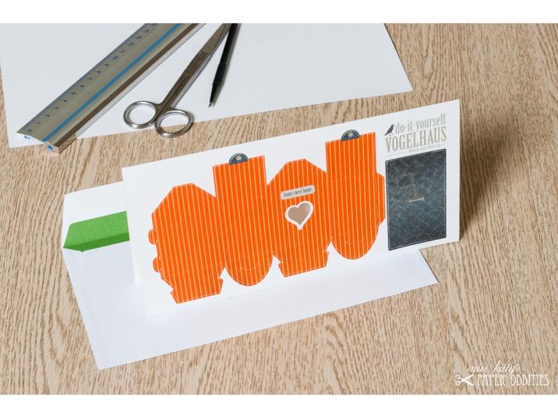 Kleinesbild - Grußkarte »Vogelhaus« mit heraustrennbarem Bastelbogen — 13.orange