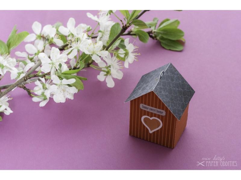 Kleinesbild - Grußkarte »Vogelhaus« mit heraustrennbarem Bastelbogen — 14.schwedenrot