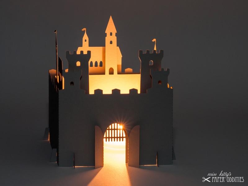- Bastelset Windlicht »Ritterburg« zum Beleuchten mit (LED)-Teelicht oder Votivkerze - Bastelset Windlicht »Ritterburg« zum Beleuchten mit (LED)-Teelicht oder Votivkerze