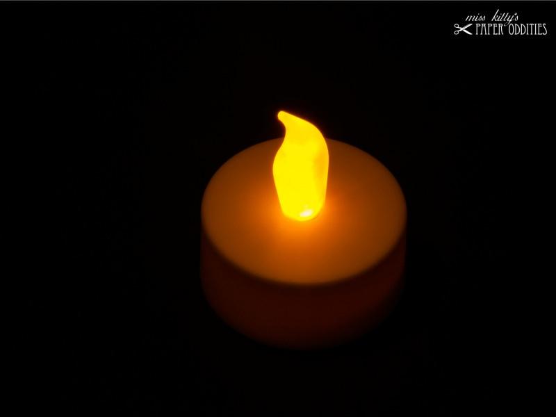 - LED-Teelicht mit heller gelb-orangener Flamme, flackert nicht - LED-Teelicht mit heller gelb-orangener Flamme, flackert nicht