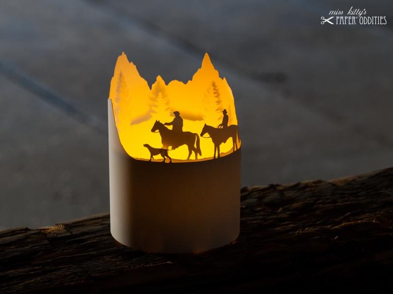 Kleinesbild - Windlicht-Bastelbogen »Wanderreiten in den Alpen« zum Beleuchten mit einem (LED)-Teelicht