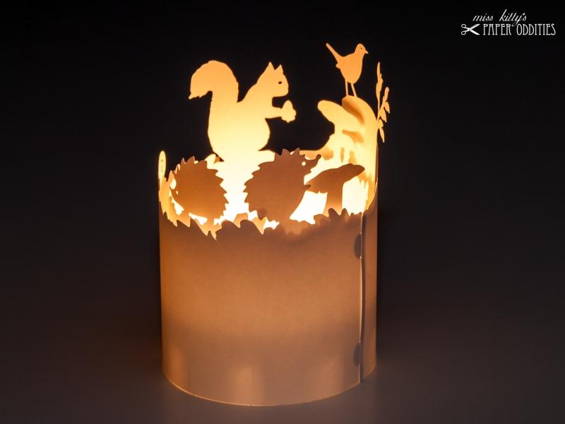 Kleinesbild - Windlicht-Bastelbogen »Herbstzeit« – weiß; zum Beleuchten mit einem (LED)-Teelicht