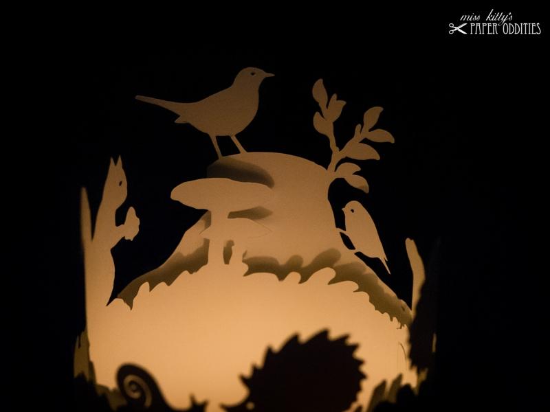 Kleinesbild - Windlicht-Bastelbogen »Herbstzeit« – rehbraun; zum Beleuchten mit einem (LED)-Teelicht
