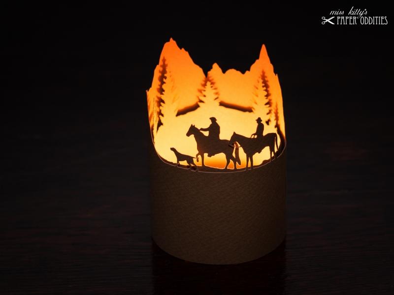 Kleinesbild - Windlicht-Bastelbogen »Wanderreiten in den Alpen«, braun, zum Beleuchten mit einem (LED)-Teelicht