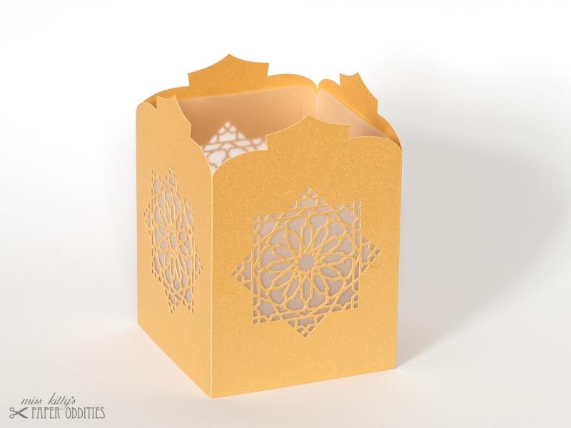 Kleinesbild - Windlicht-Bastelset »Orientalische Laterne« (gold), zum Beleuchten mit (LED)-Teelicht oder Kerze