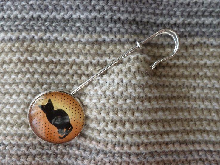 Kleinesbild - große Schmuck- / Tuchnadel mit Glascabochon mit wunderschönem Katzen-Motiv
