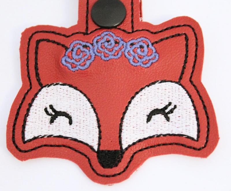 Kleinesbild - ☆Fuchs Schlüsselanhänger☆ Foxy mit Karabiner, Taschenbaumler, Geschenkidee, Kunstleder, Glücksbringer, gestickt, Personalisierbar