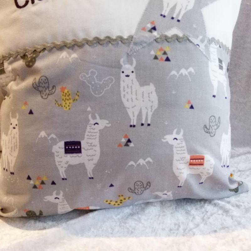 Kleinesbild - Namenskissen  lustige Lamas,   Individueller Kissen Bezug für Kinder, Handgefertigt