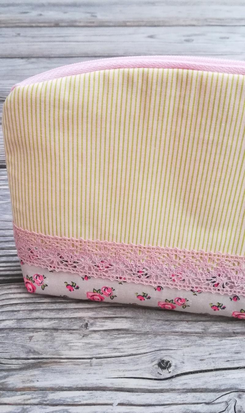 Kleinesbild - Handgenähtes Kosmetiktäschen✂Schminktäschchen vintage Blumen und Streifen✂kleines Täschchen mit Reißverschluß✂grün rosa beige