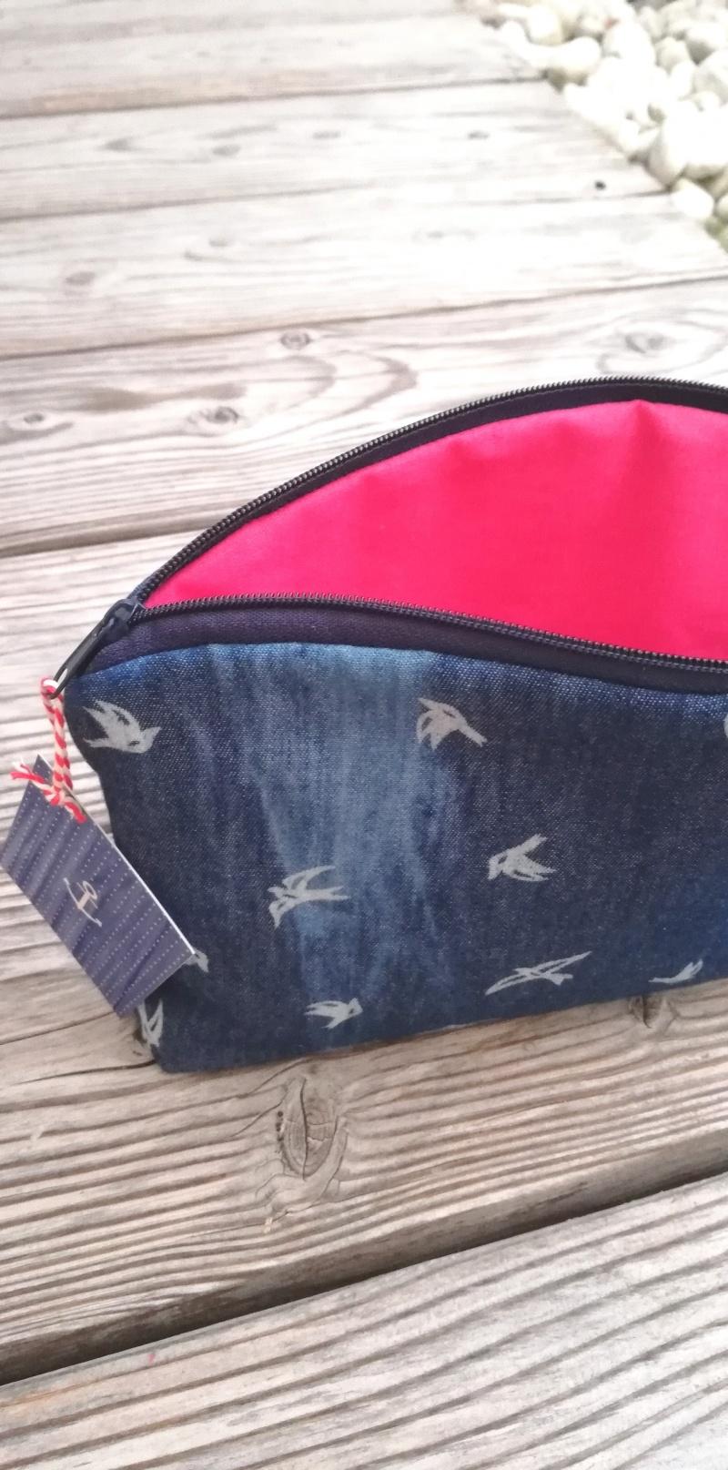 Kleinesbild - Handgenähtes Kosmetiktäschen✂Schminktäschchen maritim✂kleines Täschchen mit Reißverschluß✂weiß blau Schwalben♡Jeansstoff