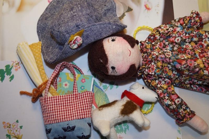 """Kleinesbild - Kleine Stoffpuppe  """"KIKI aus Paris(Weiss)"""", 22 cm,  Handgemachtes Einzelstück, Deco-Puppe"""