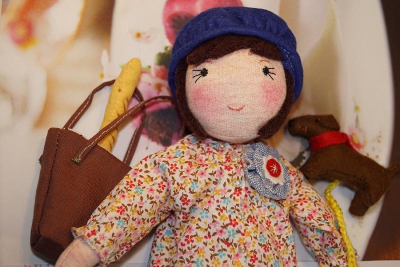 """- Kleine Stoffpuppe  """"KIKI aus Paris(Braun)"""", 22 cm,  Handgemachtes Einzelstück, Deco-Puppe - Kleine Stoffpuppe  """"KIKI aus Paris(Braun)"""", 22 cm,  Handgemachtes Einzelstück, Deco-Puppe"""