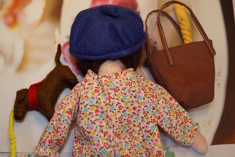 """Kleinesbild - Kleine Stoffpuppe  """"KIKI aus Paris(Braun)"""", 22 cm,  Handgemachtes Einzelstück, Deco-Puppe"""