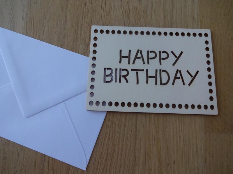 - Glückwunschkarte aus Holz Happy Birthday  - Glückwunschkarte aus Holz Happy Birthday
