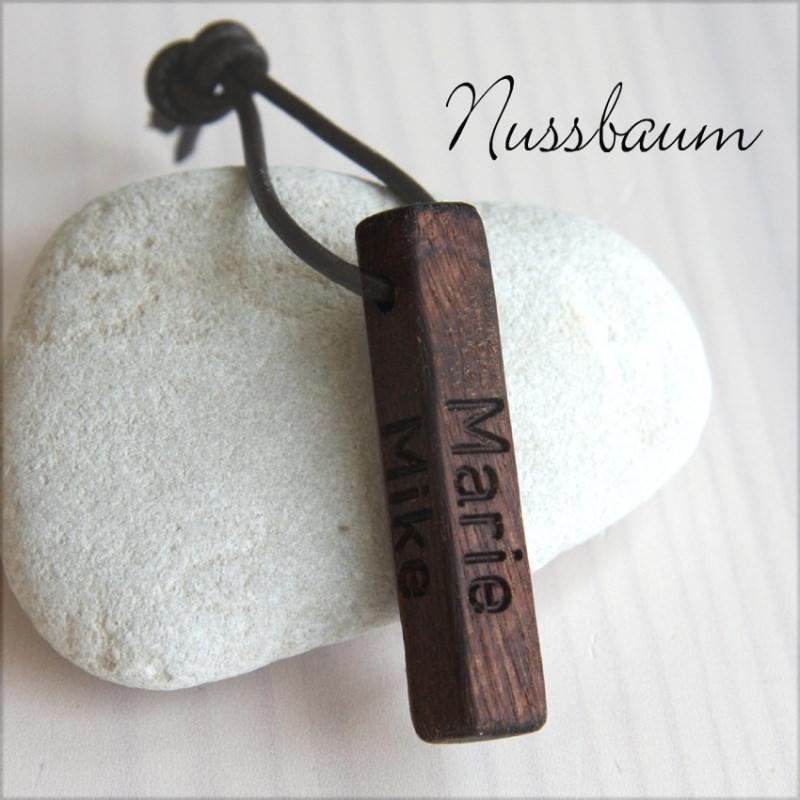 Kleinesbild - Schlüsselanhänger mit Gravur - Nussbaumholz