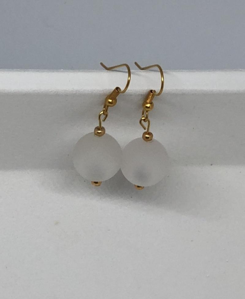 - Ohrringe aus weißen glänzenden Polaris Perlen  - Ohrringe aus weißen glänzenden Polaris Perlen