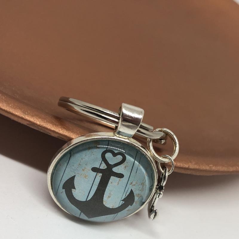 Kleinesbild - Schlüssenanhänger Glas Cabochon mit einem Anker Motiv in der Farbe Schwarz & Blau , Maritim, Fernweh