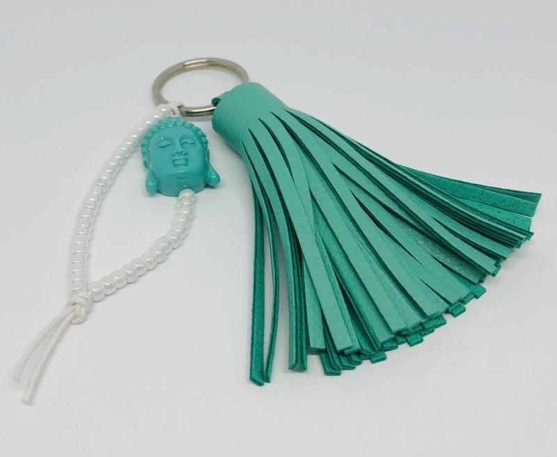 Kleinesbild - Schlüsselanhänger mit türkisfarbener Lederquaste, einem großen Buddha Kopf und Miyuki Perlen