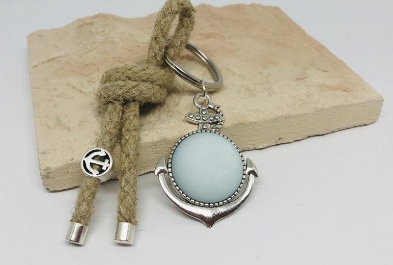 Kleinesbild - Schlüsselanhänger großen Anker Polaris Cabochon hellblau und kleinemAnker Anhänger mit einem Naturhanfsegelseil, Maritim