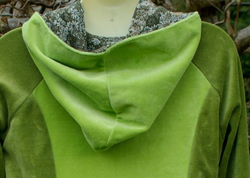Kleinesbild - gemütlicher Nicki-Hoodie grün Gr.S Longshirt Kapuze Unikat handgenäht
