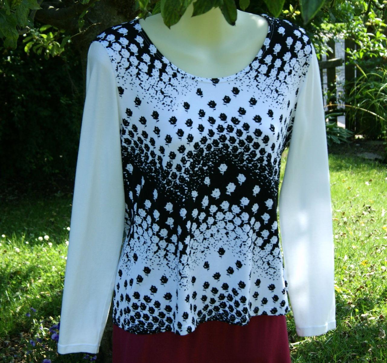 Kleinesbild - Shirt ROSEN-WELLEN weiß, schwarz Gr. M