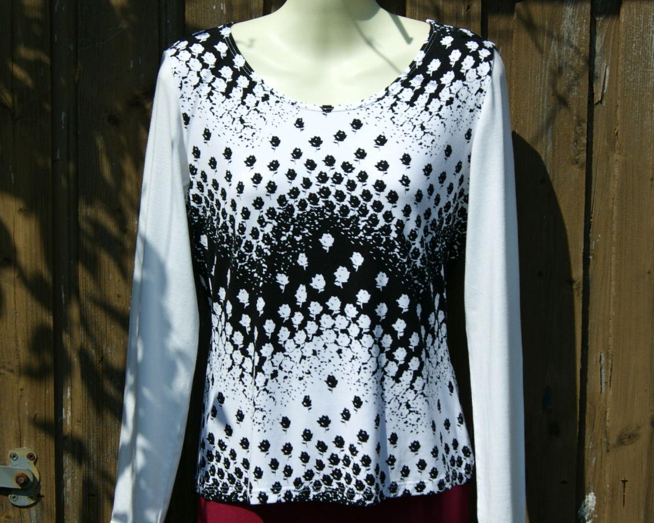 - Shirt ROSEN-WELLEN weiß, schwarz Gr. M - Shirt ROSEN-WELLEN weiß, schwarz Gr. M