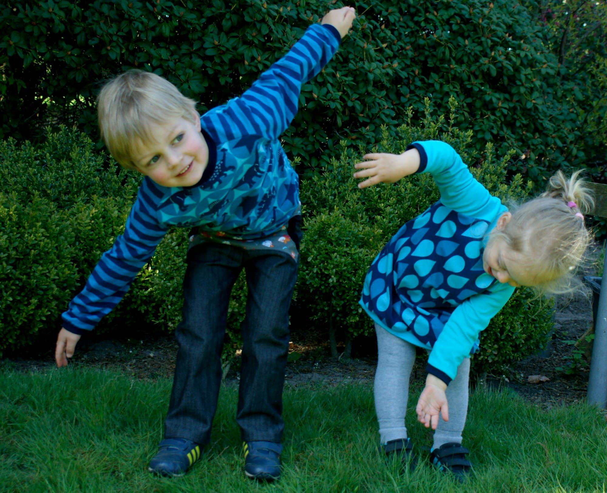 Kleinesbild - Langarmshirt DINOS auf STERNEN für Jungen Gr.110/116 blau
