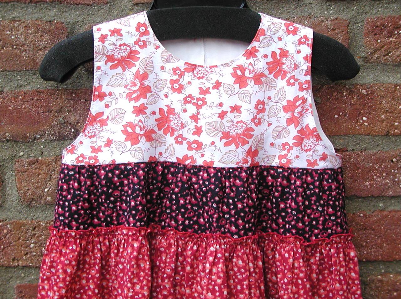 Kleinesbild - Mädchen Kleid  TAUSEND BLÜMCHEN  Gr. 122/128 rot weiß schwarz Baumwolle Blumen ärmellos luftig romantisch